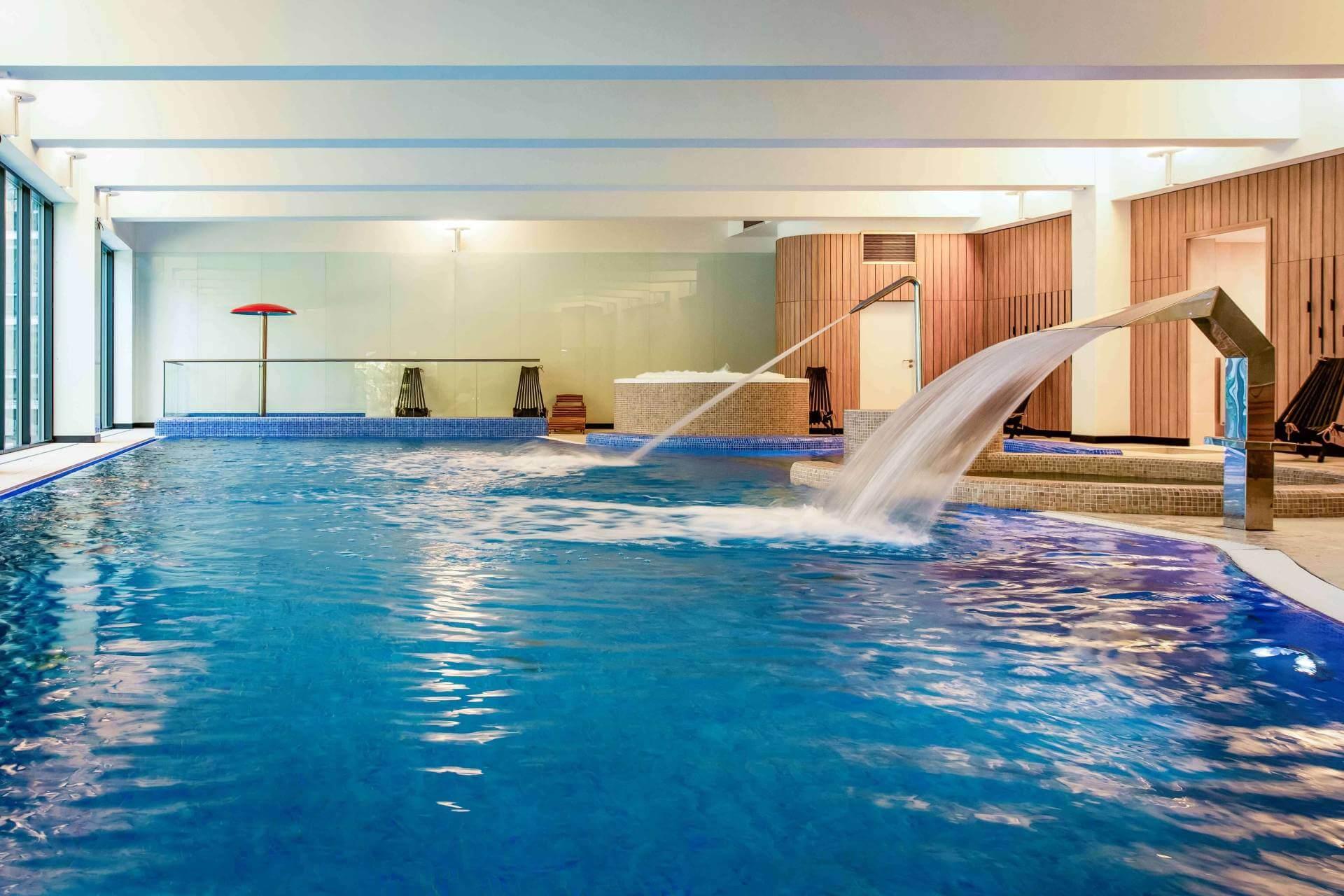 basen w hotelu orla